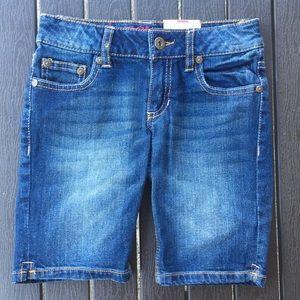 Arizona Girls size 7 regular jean shorts. NWT
